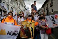 Durante la campaña presidencial de Ecuador, el candidato Andrés Arauz promovió la idea de que un voto por él era un voto por el expresidente Rafael Correa. Credit Dolores Ochoa/Associated Press