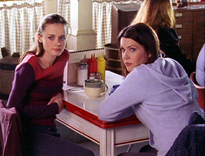 Lauren Graham, a la derecha, como Lorelai Gilmore y Alexis Bledel en el papel de Rory Gilmore en 'Gilmore Girls'. Credit Warner Bros Entertainment