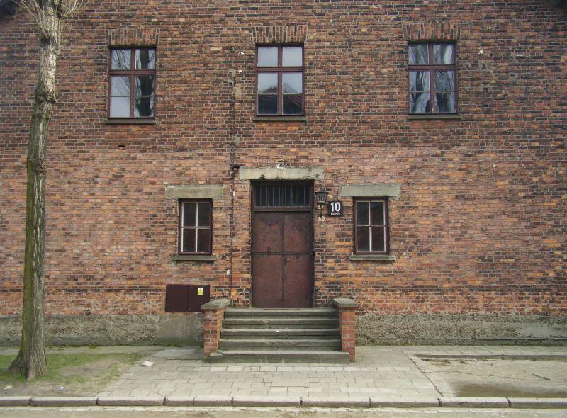 Bloque 10, el pabellón «médico» de Mengele en Auschwitz. Wikimedia Commons / VbCrLf