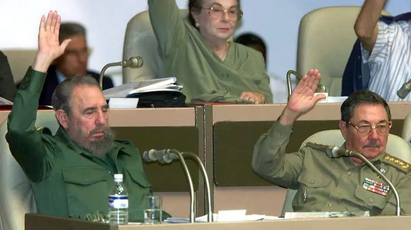 Then-Cuban President Fidel Casto, left, and Minister of Armed Forces Raúl Castro participate in a Cuban parliamentary session in Havana on July 11, 2000. (Adalberto Roque/AFP via Getty Images)