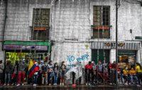 Manifestantes contra la reforma tributaria en Colombia, este miércoles en Bogotá.JUAN BARRETO / AFP