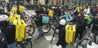 Manifestación de riders en Barcelona el 3 de marzo de 2021. Shutterstock / OmbraEstudi