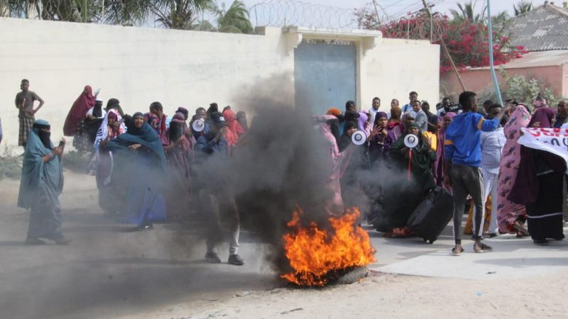 Women take part in a demonstration against the Somali President Mohamed Abdulahi Farmajo in Mogadishu on December 15, 2020 accused of interferences in the electoral process. STRINGER / AFP