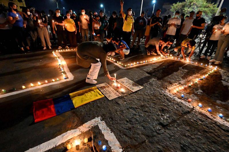 Una vigilia en Cali el 5 de mayo. Credit Luis Robayo/Agence France-Presse — Getty Images