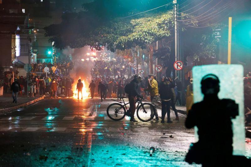 Protestas el 1 de mayo en Bogotá. Credit Mauricio Duenas Castaneda/EPA vía Shutterstock