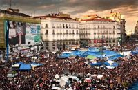 Vista general de la Puerta del Sol de Madrid el 21 de mayo de 2011, una semana después de comenzar la protesta del 15-M.LUCA PIERGIOVANNI / EFE