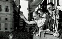 Eva y Juan Domingo Perón en la Casa Rosada, en Buenos Aires, en 1950. Credit Associated Press