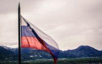 Bandera de Eslovenia. Foto Juliet Earth