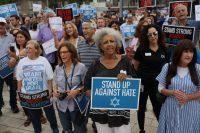 Un grupo de personas se manifiesta contra el antisemitismo en Miami Beach, Florida, el pasado 3 de junio.JOE RAEDLE / AFP