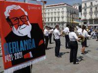 La Societat Musical Eslava interpreta música de las películas del cineasta Luis García Berlanga en la Puerta del Sol de Madrid dentro de los actos para celebrar el centenario de su nacimiento.J.P. Gandul / EFE