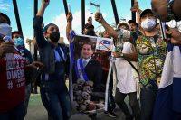 Manifestantes exigen la renuncia del presidente hondureño Juan Orlando Hernández. (ORLANDO SIERRA/AFP)