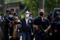El fiscal general salvadoreño, Rodolfo Delgado, llegando a una conferencia de prensa en un cementerio clandestino descubierto en la casa de un expolicía en Chalchuapa, El Salvador, el 21 de mayo de 2021.(REUTERS/José Cabezas/File Photo) (Jose Cabezas/Reuters)