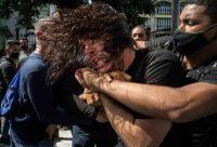 Policías vestidos de civil detienen a un manifestante antigubernamental en La Habana, Cuba, el 11 de julio de 2021. Ese día comenzaron protestas en distintas ciudades de la isla. (Foto AP / Ramon Espinosa)