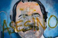 """La palabra """"asesino"""" está sobrepuesta al rostro del presidente Daniel Ortega en un mural de 2018 en Managua, Nicaragua. Credit Esteban Felix/Associated Press"""