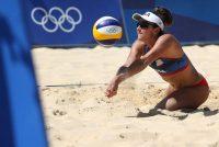 Sarah Sponcil, del equipo de voleibol de playa femenino de Estados Unidos, en los Juegos Olímpicos de Tokio 2020 el 21 de julio de 2021. (Sean M. Haffey/Getty Images)