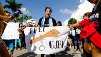 Manifestante durante las protestas en Cuba