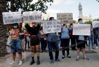 Manifestación en Valencia en junio 2021 en protesta por el precio de la luz.JUAN CARLOS CARDENAS / EFE