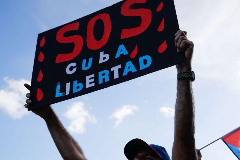 Manifestación en Miami a favor de las protestas en Cuba contra el régimen.EVA MARIE UZCATEGUI / AFP