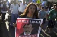 Una mujer con una pancarta contra Daniel Ortega durante una protesta en Managua (Nicaragua).STRINGER / Reuters