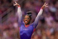 Simone Biles durante las pruebas de gimnasia olímpica femenina de Estados Unidos el viernes 25 de junio de 2021 en St. Louis. Tras el retraso por la pandemia de COVID-19, los Juegos Olímpicos de Tokio 2020 comienzan el 23 de julio de 2021. (AP Photo/Jeff Roberson)