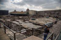 Una mujer visita las ruinas de Templo Mayor en Ciudad de México en 2019.picture alliance / GETTY IMAGES