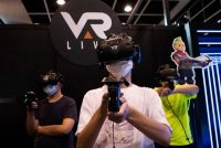 Jugadores de realidad virtual en el Animation-Comic-Game anual en Hong Kong, el 24 de julio de 2021.(Bertha WANG / AFP)