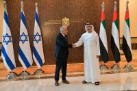 Israeli Foreign Minister Yair Lapid greets United Arab Emirates Foreign Minister Sheikh Abdullah bin Zayed al-Nahyan in Abu Dhabi, United Arab Emirates, on June 29. (Shlomi Amsalem/AP)