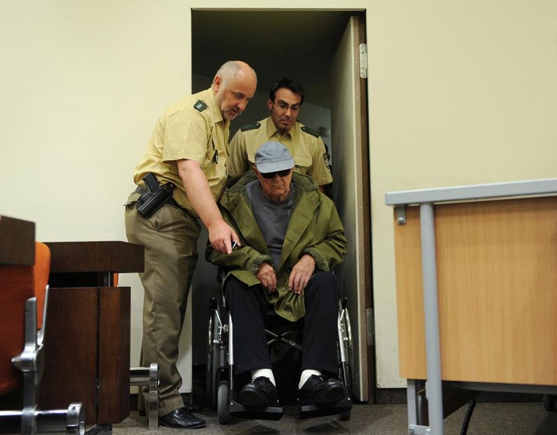 Defendant John Demjanjuk arrives in a wheelchair at court for his trial on May 12, 2011 in Munich, southern Germany. At the age of 91, he was charged with helping to murder nearly 30,000 Jews in the Sobibor extermination camp. © Christof Stache / AFP