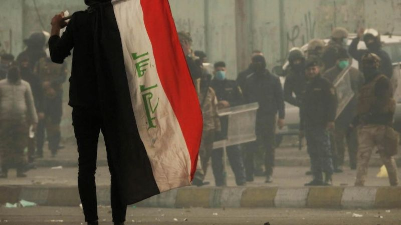 Tishreen protester holds an Iraqi flag in Tayaran Square. Baghdad, 19 January 2020. PHOTOGRAPHER/Ali Dab Dab